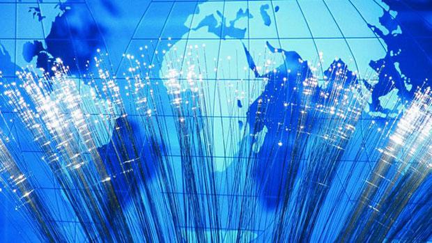 Internet Glasfaserleitungen vernetzen den Globus mit Breitband Internet